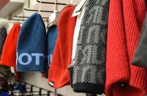 Si vous achetez des vêtements d'hiver, profitez-en pour mettre de côté les tenues légères de l'été