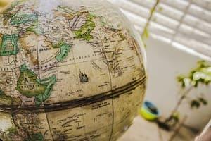 Les globes terrestres anciens peuvent avoir beaucoup de valeur