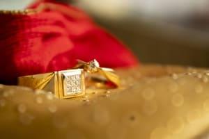 Il existe des astuces pour redonner leur éclat à des bijoux en or