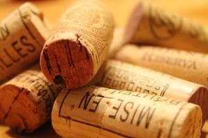 Gardez quelques bouchons de liège pour nettoyer le bois