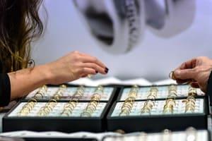 Votre bijoutier peut vous conseiller sur les produits à utiliser