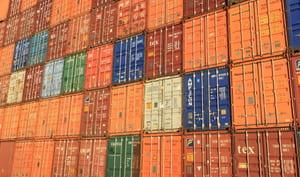 Les conteneurs peuvent être empilés et moins accessibles dans certains cas