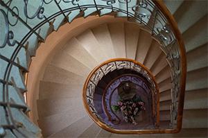 Les escaliers, un cauchemar pendant les débarras