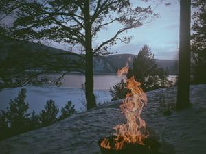 Faire un feu en pleine nature, une pratique dangereuse et pénalisée