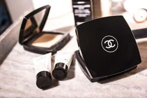 Regardez le logo Chanel pour vous assurer qu'il s'agit d'un vrai