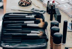 Ne laissez pas le maquillage envahir votre salle de bain
