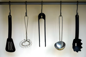 Suspendre ses ustensiles - le secret de l'organisation en cuisine